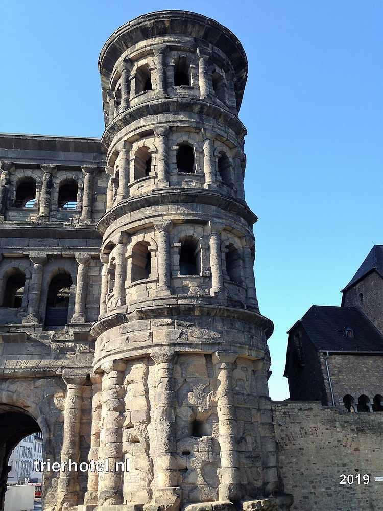 Trier Porta Nigra Toren vanaf de buitenkant van de stad